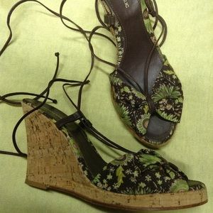 BANANA REPUBLIC $78 felicity floral wedges 8 8.5 N